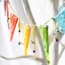jester-fused-glass-bunting-hanging-decoration-5000-molten-wonky.02.jpg (1)