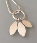 Cropped leaf pendantpic