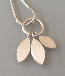 Cropped leaf pendant pic
